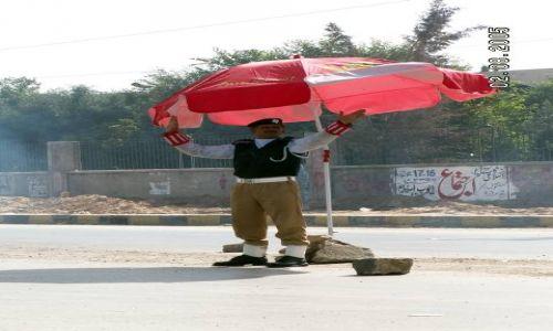 PAKISTAN / Balochistan / Quetta / Policjant w Quettcie