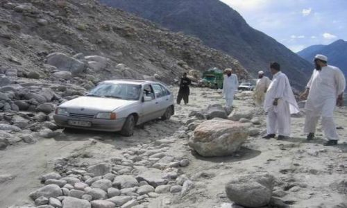 Zdjecie PAKISTAN / karakorum / w drodze do Gilgit / nasz dzielny Kadett na KKH