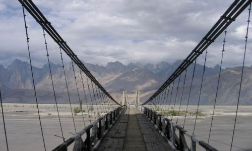 Zdjecie PAKISTAN / pn. Pakistan, niedaleko granicy z Chinami /  Pakistan / wrota Karakorum ...
