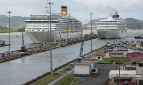 Zdjęcie PANAMA / - / Kanał panamski / Wejście statków oceanicznych do śluz