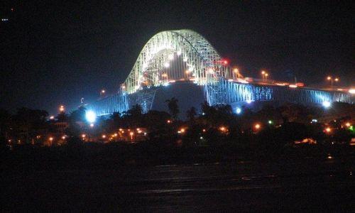 Zdjecie PANAMA / Panama City / widok z Casco Viejo / Most Ameryk nocą