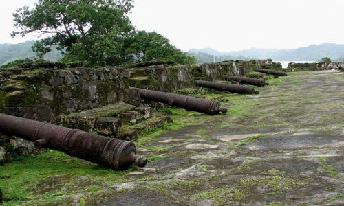 Zdjęcie PANAMA / Colon Province / Portobelo - Bateria Santiago / Hiszpańskie pamiątki