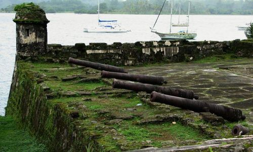 Zdjecie PANAMA / Colon Province / Portobelo - Bateria Santiago / Hiszpańskie pamiątki