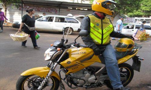 Zdjęcie PARAGWAJ / Paragwaj / Ciudad del Este / Moto taxi      Paragwaj