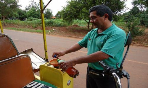 Zdjęcie PARAGWAJ / Itapua / Jesus de Tavarangue / Tankowanie paliwa
