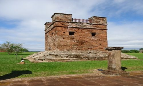 PARAGWAJ / Itapua / Trinidad / Ruiny misji - dzwonnica