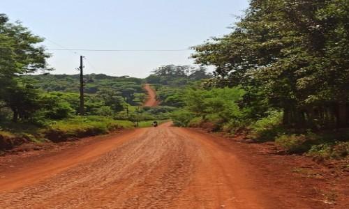 Zdjecie PARAGWAJ / Ciudad del Este / wieś / Czerwona wieś Guarani
