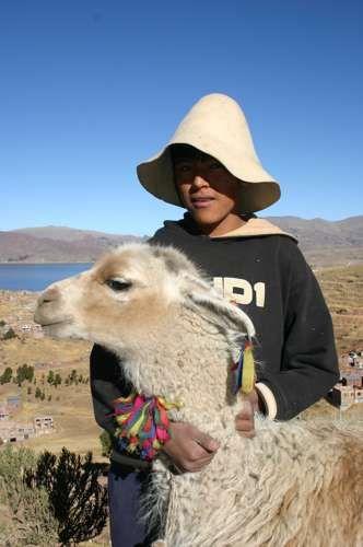 Zdjęcia: Okolice Puno nad jeziorem Titicaca, Peruwiański chłopiec, PERU