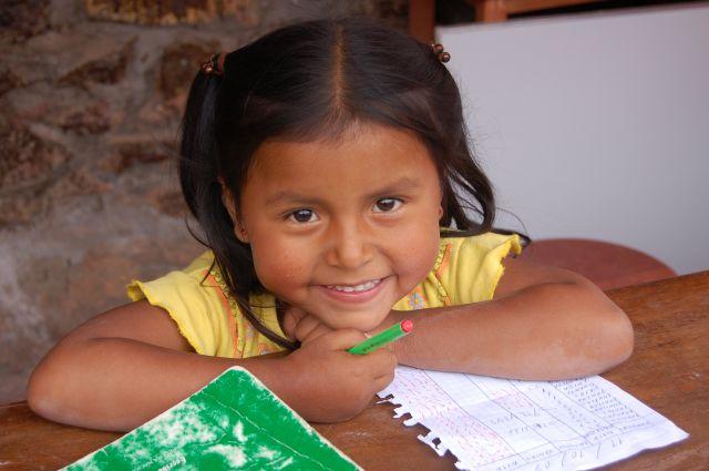 Zdj�cia: Okolice Cusco - Saliny, Portret dziewczynki, PERU