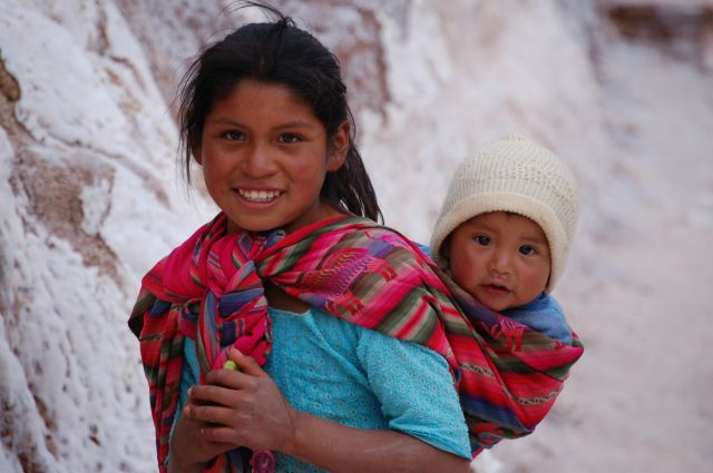 Zdjęcia: Okolice Cusco - Saliny, Rodzeństwo - inne ujęcie..., PERU
