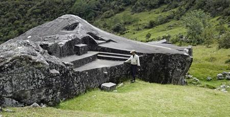 Zdjęcia: Vilcabamba, Vilcabamba, Yurac Rumi czyli biały kamień,, PERU