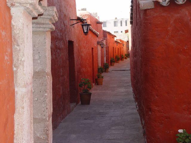 Zdj�cia: Peru, Arequipa, Uliczka w Arequipie, PERU