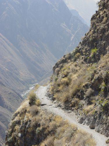 Zdj�cia: zej�cie do kanionu, Canion Colca, za zakr�tem, PERU