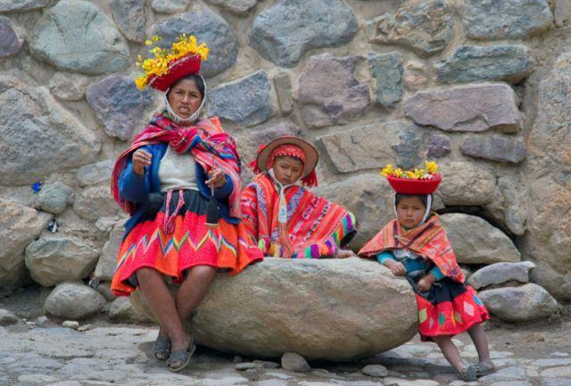 Zdj�cia: Wioska PISAC, Swi�ta Dolina,  Rodzinna fotka, PERU