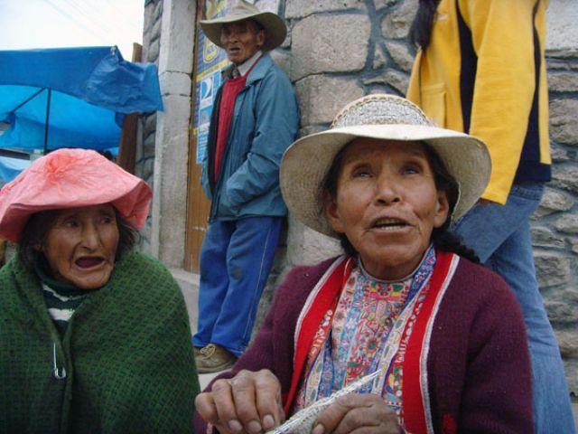 Zdj�cia: Miasteczko LA CARERA, Przy granicy z Boliwi�, ;Z cyklu kobiety:, PERU