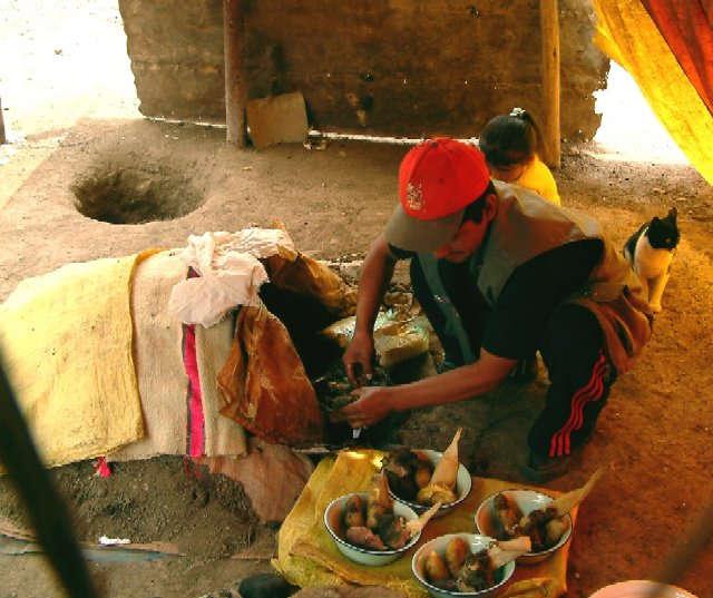 Zdjęcia: Okolice miasta Huanuco, Andy, Pachamanca - jedzonko Inków, PERU