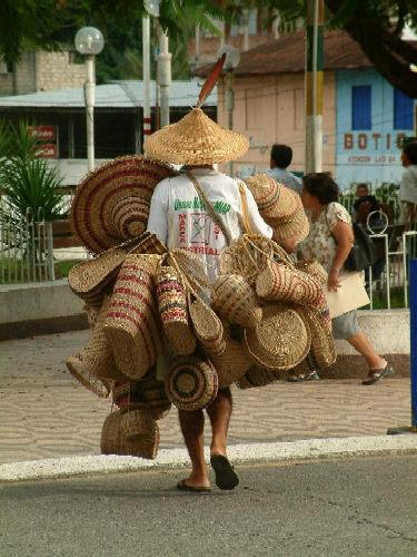 Zdj�cia: La Merced, Andy, Kordyliera Wschodnia, Sprzedawca koszyk�w, PERU