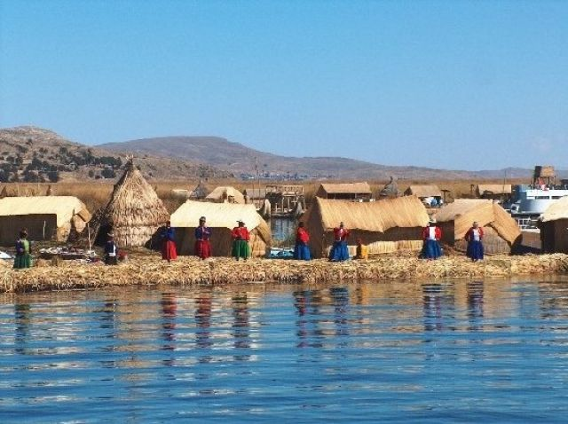 Zdjęcia: Jezioro Titicaca, Altiplano, Pływające wyspy Indian Uros, PERU