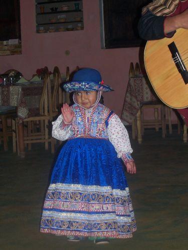 Zdjęcia: Chivay, mała tancerka, PERU