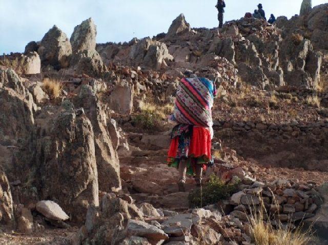 Zdj�cia: Jezioro Titicaca, Altiplano, Droga na cmentarz - Wyspa Amantani, PERU