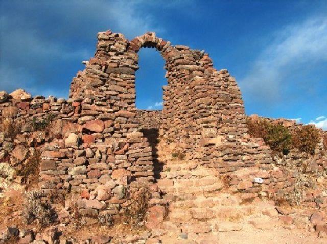 Zdjęcia: Jezioro Titicaca, Altiplano, Brama cmentarza, PERU