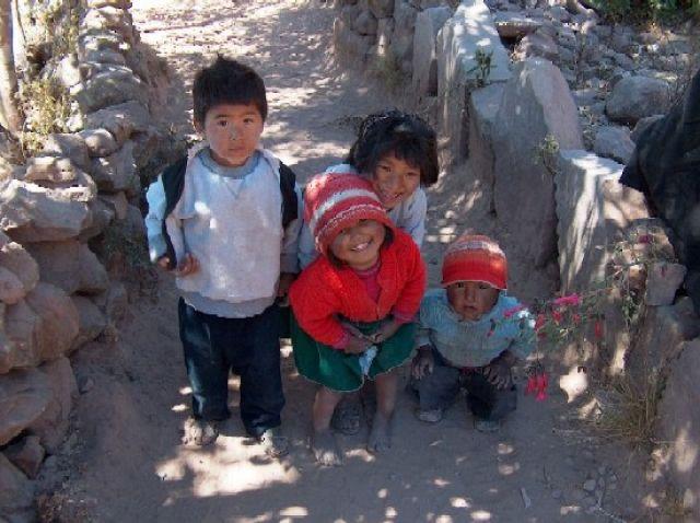 Zdj�cia: Jezioro Titicaca, Altiplano, Dzieci z Wyspy Taquile, PERU