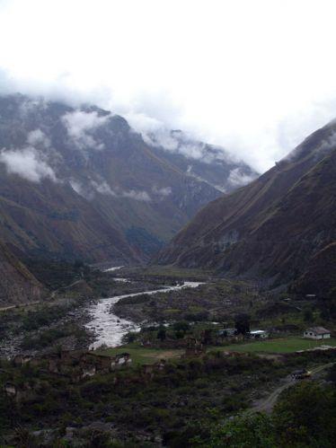 Zdjęcia: Okolice wioski Santa Maria, Widok na Urumbabe i gory, PERU