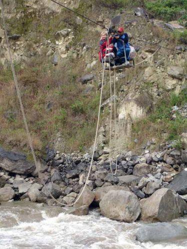Zdjęcia: Okolice wioski Santa Maria, Przeprawa przez rzeke Urumbabe, PERU