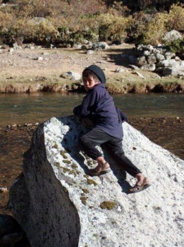 Zdjęcia: Okolice Jeziora Jchuacocha, Cordillera Huayhuash, Dziecko z osady Jchuacocha, PERU