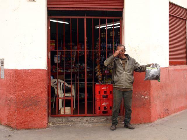 Zdjęcia: Lima, Przed sklepem - 'swojskie' klimaty ;), PERU