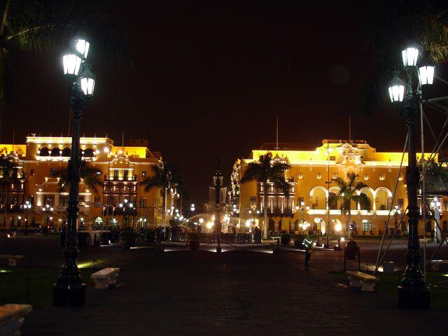 Zdjęcia: Lima, Plaza de Armas noca, PERU