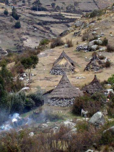 """Zdjęcia: Wioska Pitec, Okolice Huaraz, Cordillera Blanca, Wioska Pitec - zywcem wyjeta z """"Wladcy Pierscieni"""", PERU"""
