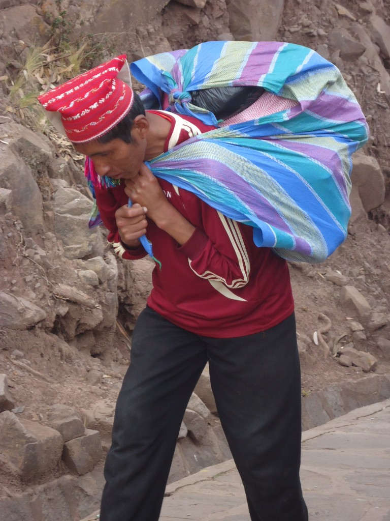 Zdjęcia: Wyspa Taquile (Titikaka), Puno, Tragarze (2), PERU