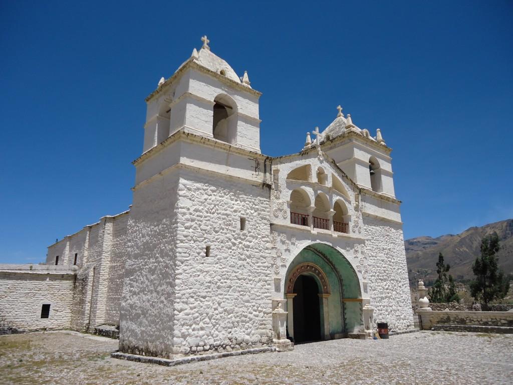 Zdjęcia: Maca, Arequipa, Kolonialny kościółek, PERU