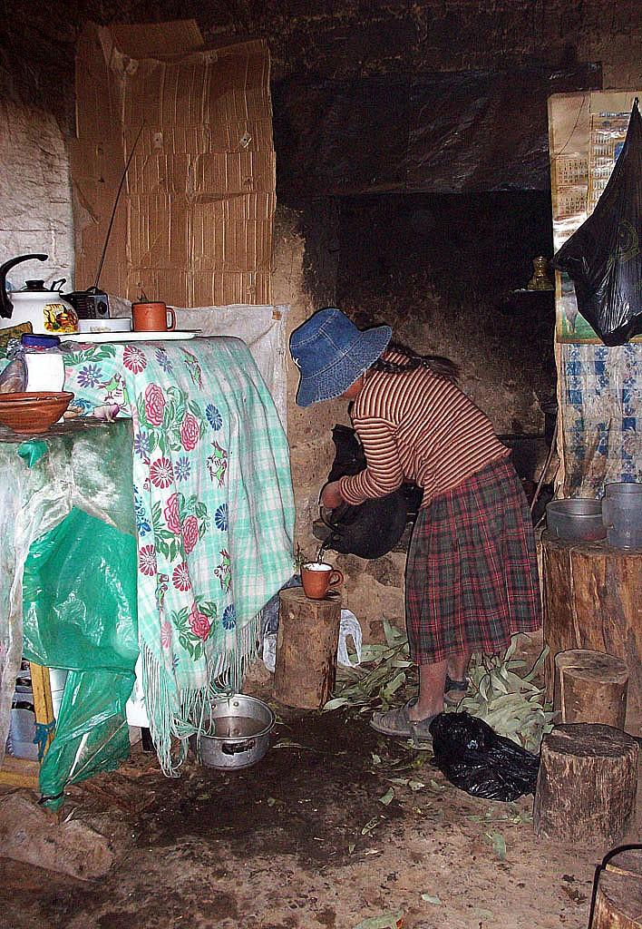 Zdjęcia: Wyspa Amantani, Jez.Titicaca, Będzie herbata z liści koki, PERU
