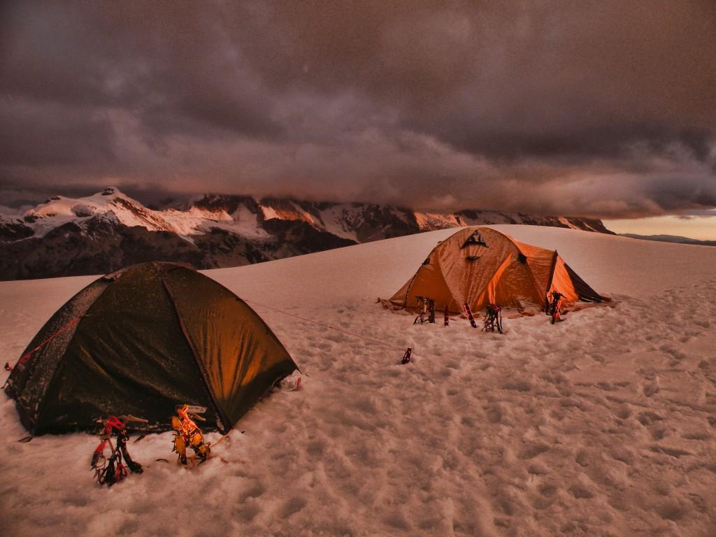 Zdjęcia: Cordillera Blanca , Huaraz, 2 baza w drodze na szczyt Tocllaraju , PERU