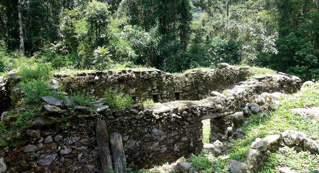 Zdjęcia: Vilcabamba, Vilcabamba, Fragmenty budynków w Wielkiej Vilcabambie  wybudowane z nieobrobionych kamien,i,, PERU