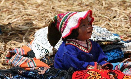 Zdjęcie PERU / Titicaca / Wyspy Uros / Mieszkanka Uros