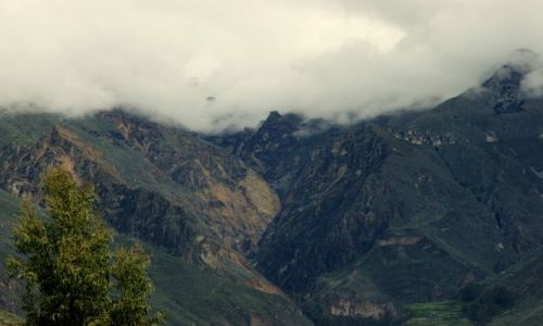 Zdjęcie PERU / AREQVIPA / AREQVIPA / Góry  otulone