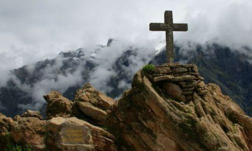 PERU / Kanion Kolca / Kanion Kolca / Góruje  nad  kanionem