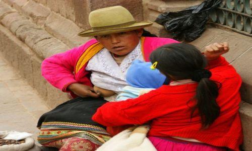 Zdjecie PERU / Cuzco / Cuzco / Dała  mu  mamusia