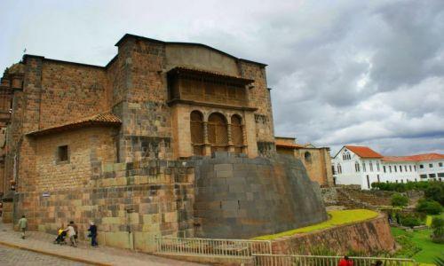 Zdjecie PERU / Cuzco / Cuzco / Kościuł  na  podstawie  budowli  Inkaskiej