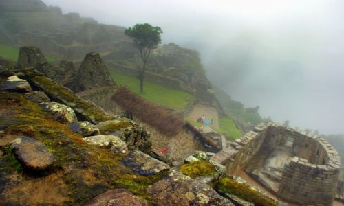 Zdjęcie PERU / Machu Picchu / Machu Picchu / We  mgle