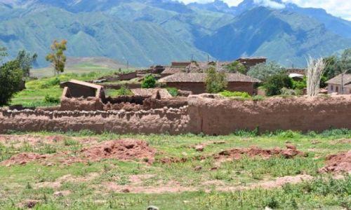 Zdjęcie PERU / okolice Cusco / Andy w okolicach  / wioska pod Andami