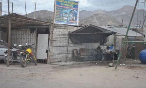 Zdjecie PERU / puno / droga wyjazdowa z Puno / serwis samochodowy