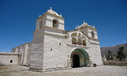 Zdjecie PERU / Arequipa / Maca / Kolonialny kościółek