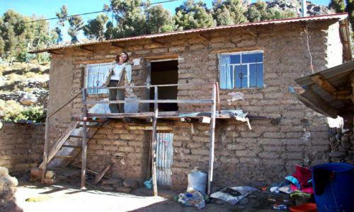 Zdjecie PERU / Jez.Titicaca / Wyspa Amantani / Gliniany domek