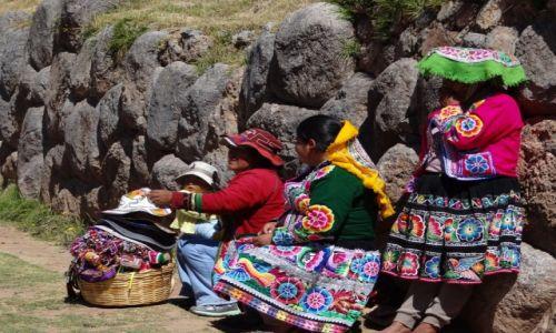 Zdjecie PERU / Ollantaytambo / Peru / Może kapelusz?