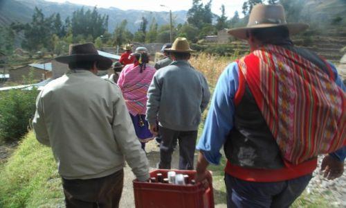 PERU / Arequipa / Cahuana / zostaliśmy włączeni do świątecznego przemarszu