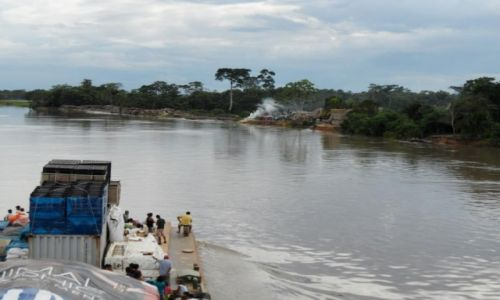 Zdjecie PERU / Amazonia / Amazonia / wolna plyna lodzie...